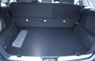 Capacidade do porta-malas é de 908 litros, enchendo até o teto