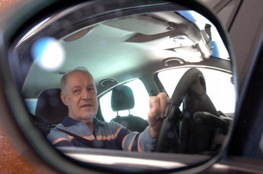 'Os pedais continuam no carro, mas eu só posso dirigir veículo com adaptação', Benjamim Teixeira Baeta, advogado