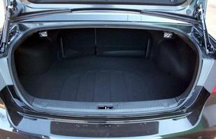 O porta-malas é de 545 litros, ao contrário do que é informado pelo fábrica: 420 l