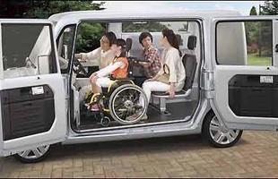 O habitáculo pode até mesmo abrigar uma cadeira de rodas armada