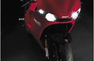 Os quatro faróis característicos da Ducati