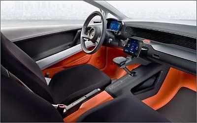 Tela de LCD no console central administra por meio de toques o GPS, som, televisão, telefone, ar condicionado, entre outras amenidades