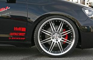 As rodas especiais podem ter até 20 polegadas, com pneus 235/30