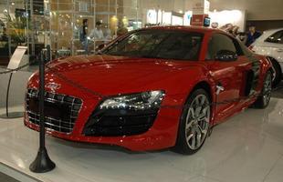 O Audi R8 5.2 FSI chama a atenção pelas belas formas e pelo preço de R$ 696.500