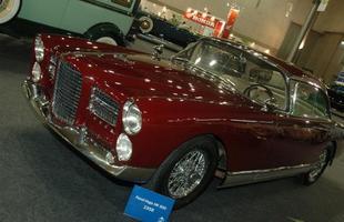 Um raro Facel Vega 500 1958 foi trazido pelo Veteran Car Club