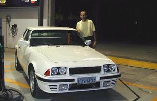 A frente com longo capô, faróis duplos e lanternas triangulares encantam até hoje seus donos, como o Carvalho, proprietário de um modelo 1986