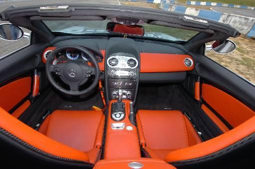 Interior é requintado, como convém a um carro da Mercedes-Benz