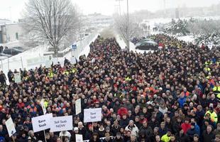 A massa se agrupou no último dia 12 em frente da fábrica de Trollhättan, na Suécia, a principal planta da Saab