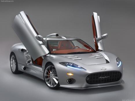 A versão cupê sai por R$ 1,2 milhão, contra os R$ 1,25 milhão pedidos pela Spyder