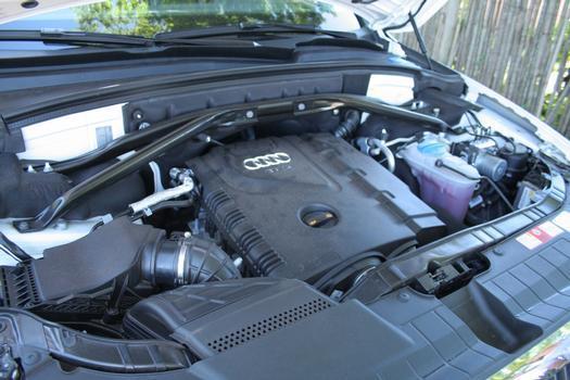 O motor 2.0 quatro cilindros com turbo gera 214 cv de potência e 35,7 kgfm de torque