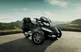 O propulsor é o mesmo Rotax V2 997,6 cm³ que equipa a Aprilia RSV Mille