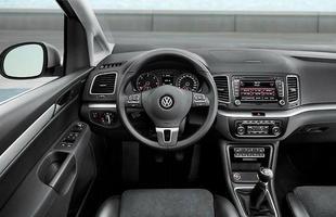 Poderia ser outro modelo da Volks: por dentro a Sharan conta com elementos já conhecidos, como o volante multifuncional