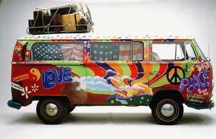 O modelo é uma das referências do movimento hippie