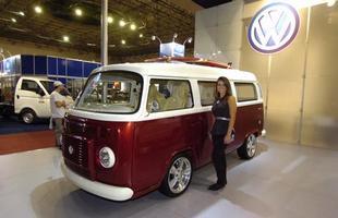 Uma Kombi preparada por mais de R$ 200 mil pela Volkswagen, na Bienal do Automóvel de BH, em 2009