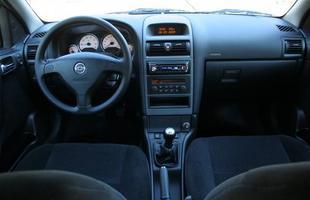 O interior do Astra tem bom acabamento