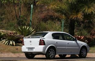 O Astra dispara com o motor 2.0 de 140 cv de potência, mas não oferece ABS nem como opcional