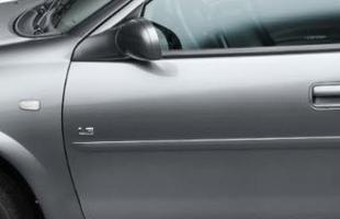 Novos indicadores de direção na cor cristal (seta) na lateral do veículo, mais segurança, retrovisores, maçanetas e molduras laterais na cor do veículo