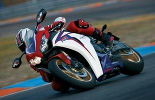 Na linha 2010, a moto perdeu a opção da versão com freios ABS