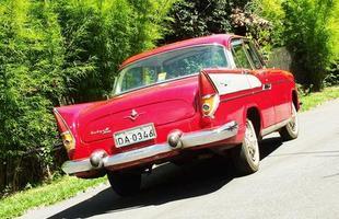 Lançada em 1962, a versão Rallye dispunha de 94 cv de potência gerados pelo V8 2.4