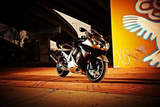 Kawasaki Ninja ZX-1, uma das mais velozes motos do mundo, será fabricada no Amazonas a partir de julho