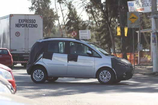 Cinco anos após o lançamento, Fiat dá linhas mais arredondadas e novos motores ao Idea