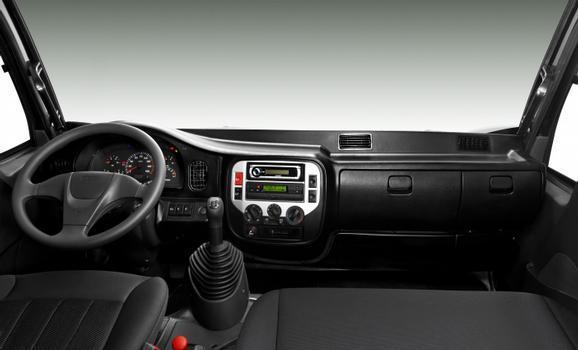 Vidros elétricos, sistema de som e ar condicionado são itens de conforto opcionais no Vertis