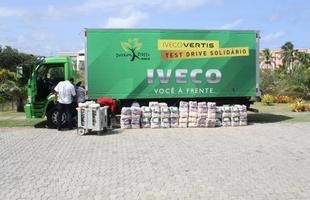 Um das unidades expostas foi usada para levar alimentos arrecadados no test drive solidário à duas instituições de Mata de São João
