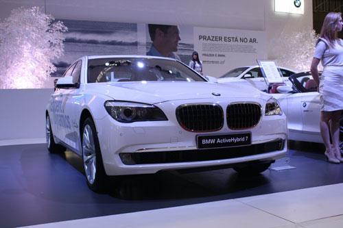 Seguindo o rumo do mercado atual, a BMW também projetou o seu híbrido na Série 7