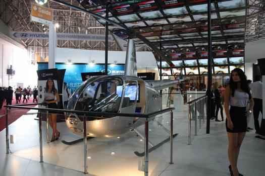 A Buster levou um helicoptero Robinson R44 tunado