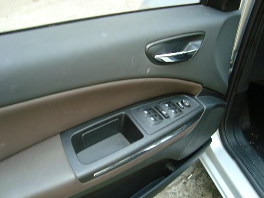 Sistema de 'um toque' nos comandos dos vidros das quatro portas
