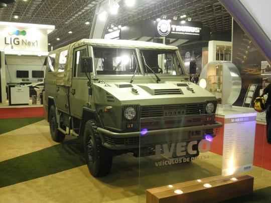 Iveco M 40R15 apresentado pela marca na LAAD 2011. Modelo tem chance de ser produzido no Brasil