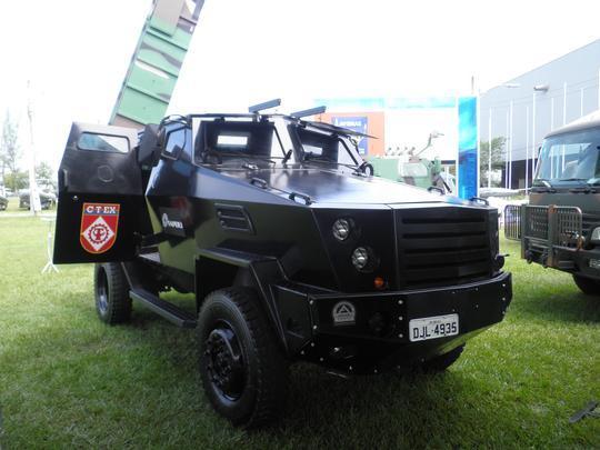 Vespa 2 feito pelo Centro de Tecnologia do Exercito e apresentado na LAAD 2011