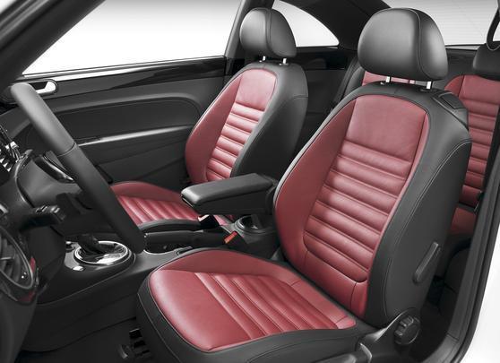 A marca garante que perto dos seus rivais da Mini e da Fiat, o interior do Beetle mais parece uma catedral