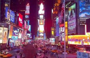 Propaganda automotiva na Times Square