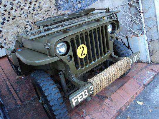 Jeeps e caminhonetes de cole��o com as cores usadas pelos ex�rcitos do Brasil e Estados Unidos na Segunda Guerra em encontro em BH