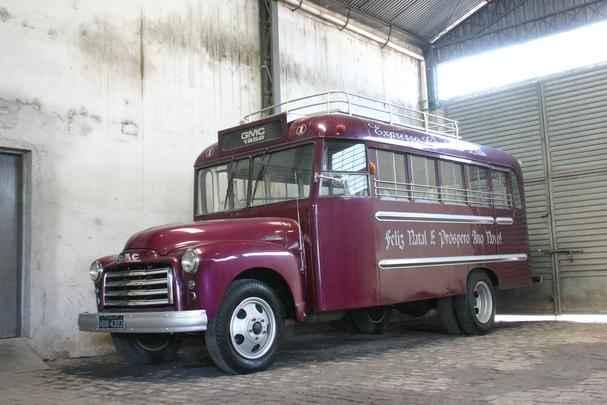 Acervo de �nibus antigos da via��o Gard�nica, em Pouso Alegre, MG