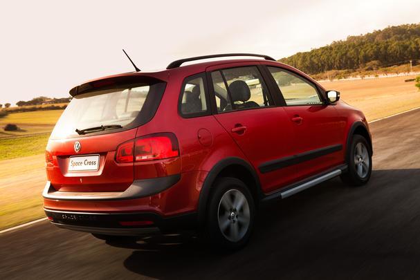 Space Cross chega em duas versões, com câmbio manual e automatizado I-Motion. A minivan tem preço inicial de R$ 57.900