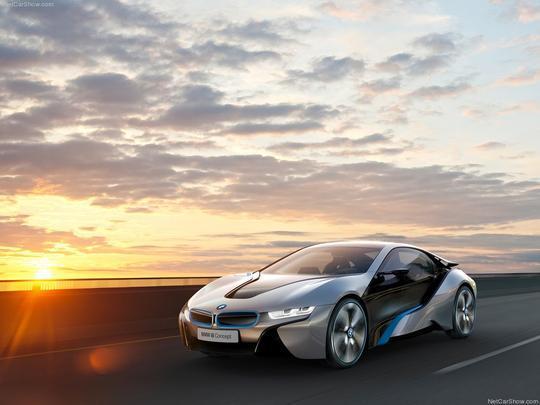 O i8 concept possui faróis de laser, sistema com capacidade de iluminação mil vezes maior que as lâmpadas convencionais