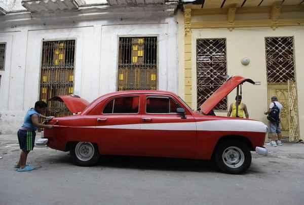 Após 50 anos, Cuba libera compra e venda de carros