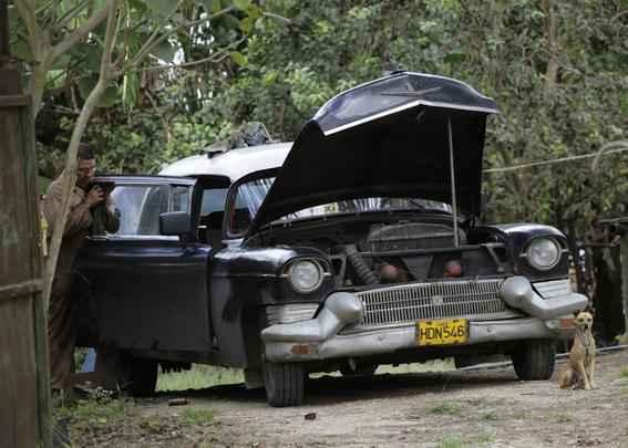 Carros antigos marcam cenário de Cuba
