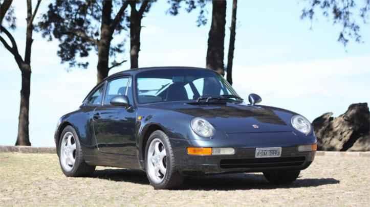 Em 1993 surge o 993 com suspensão traseira multibraço, caráter mais confiável e motor ainda a ar
