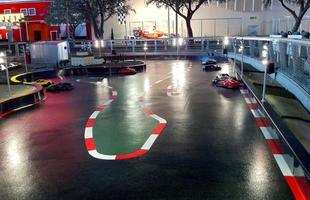 Pista para competição de carros de controle remoto