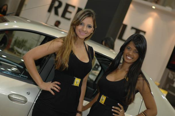 Modelos dos stands foram atração à parte na Bienal de Belo Horizonte
