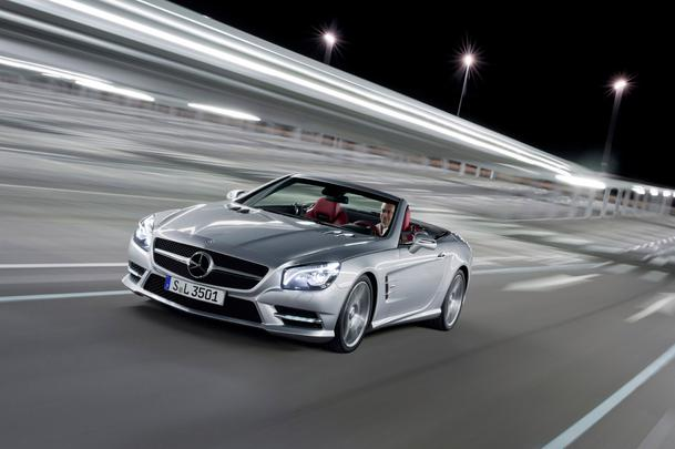 Montadora alemã revelou as imagens oficiais da sexta geração do modelo esportivo, que chega ao mercado europeu em 2012, com carroceria de alumínio e motores V6 ou V8