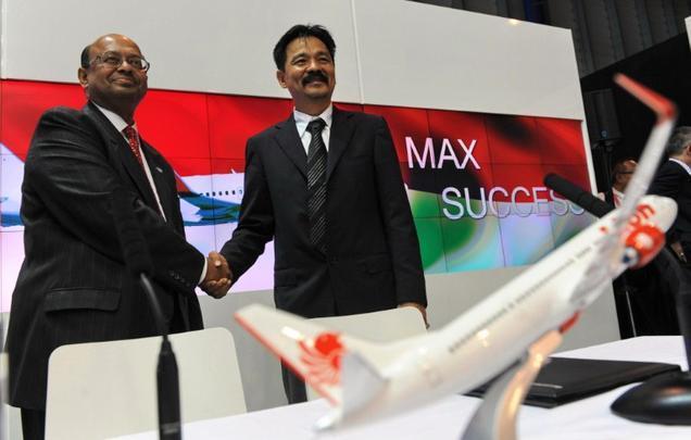 Representantes da Boeing na Ásia e do Singapore Airshow