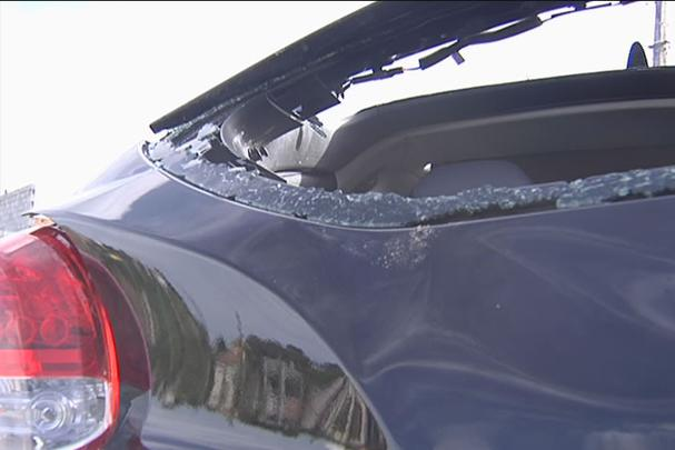 Hyundai Veloster roubado de concessionária Caoa é destruído em acidente em Ribeirão das Neves (MG) e dois são presos
