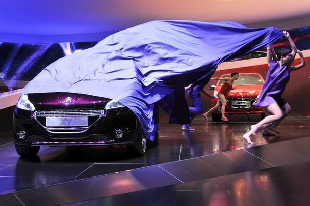 Peugeot XY e o GTI ao fundo