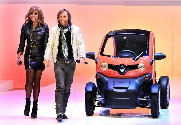 David Guetta e a esposa Cathy no lançamento do Rnault Twizy