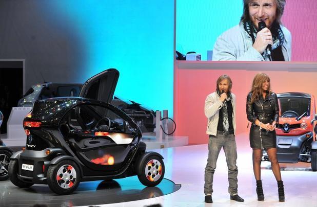 Renault levou o show de David Guetta para apresentar o Twizy em seu estande no Salão de Genebra