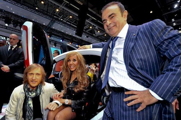 O presidente da Renault, o brasileiro Carlos Ghosn com o DJ francês David Guetta e sua esposa Cathy
